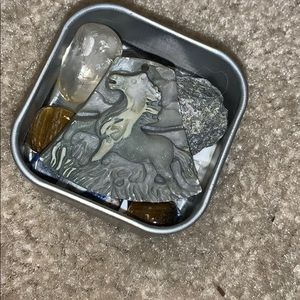 🖤 CLEANSED CRYSTALS POCKET TIN W HORSE PENDANT